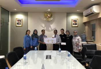 PAIS_CAS_students_delivered_the_collected_donations_during_International_Day_to_the_Embassy_of_Indonesia_7